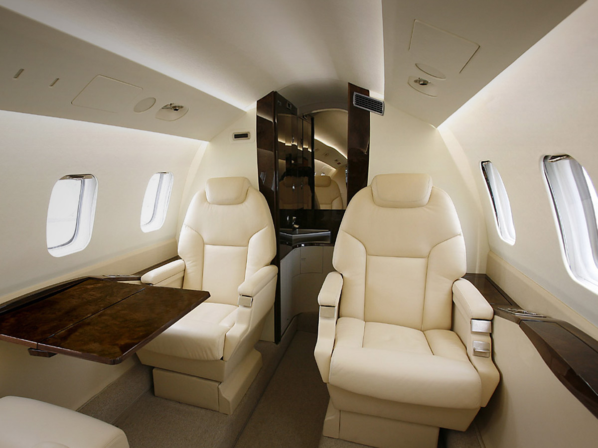 piaggio p180 avanti ii - private air charter asia - corporate